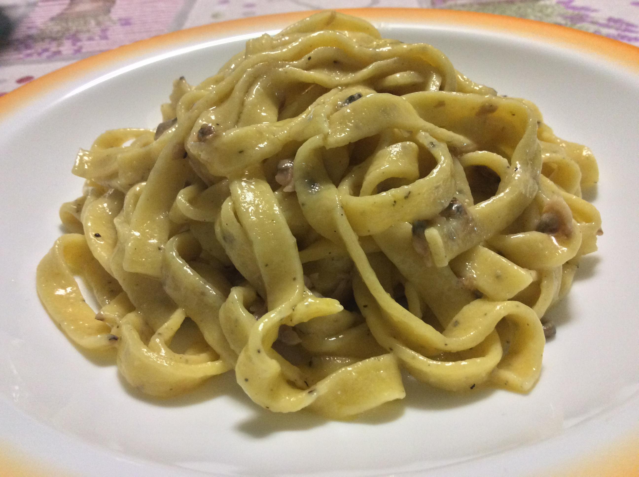 TAGLIATELLE CACIO E PEPE ALLE VONGOLE - 蛤蜊手工扁平麵