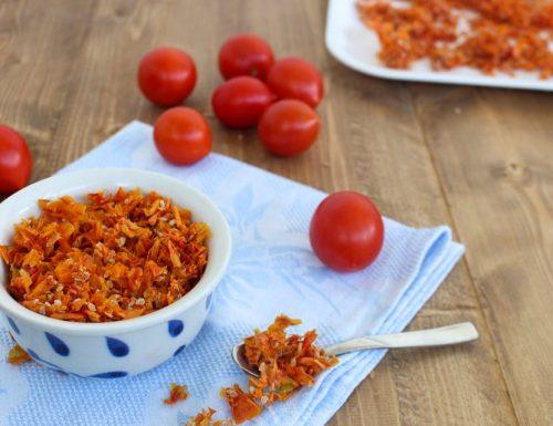 Bucce e semi di pomodoro essiccati