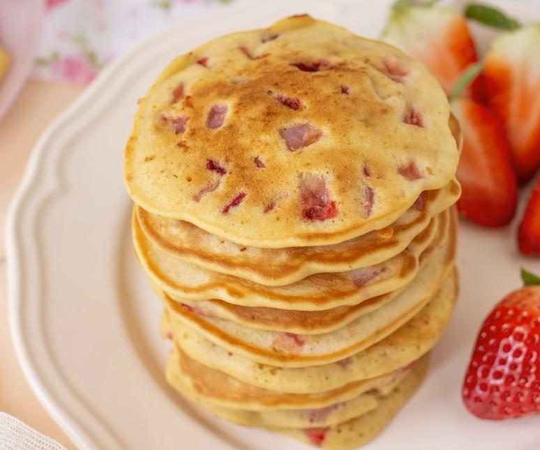 Ricetta Pancake Di Benedetta.Pancake Alle Fragole Ricetta Di Benedetta Cucina24h