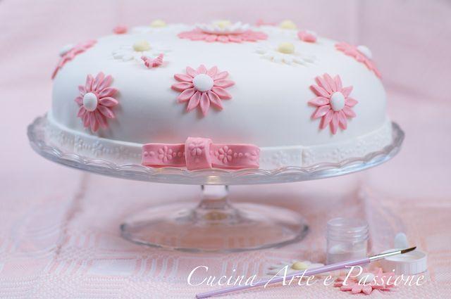 Torta con margherite in pasta di zucchero cucina arte e for Arte delle torte clementoni