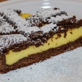Crostata al cioccolato ripiena di crema pasticcera