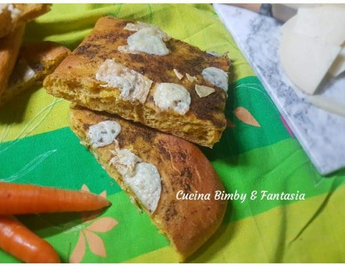 Focaccia di carote con pesto e pecorino