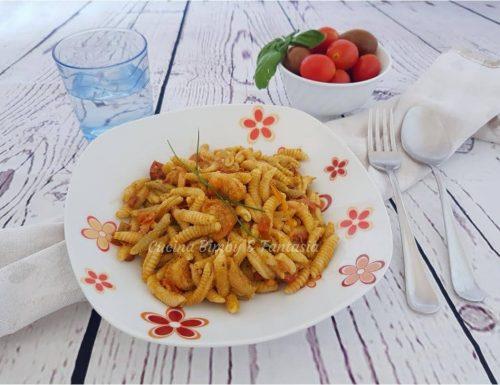 Malloreddus con pesto di zucchine, pomodorini e gamberetti