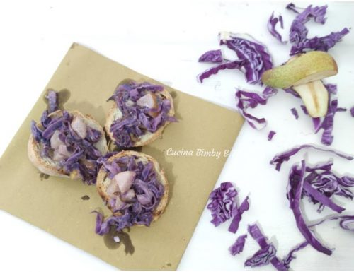 Crostini di cavolo viola, pere e gorgonzola
