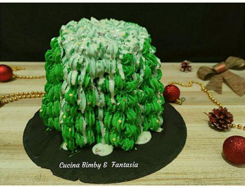 Pandoro farcito e decorato ad albero di Natale