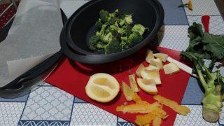 salmone e broccoli con salsa al cedro