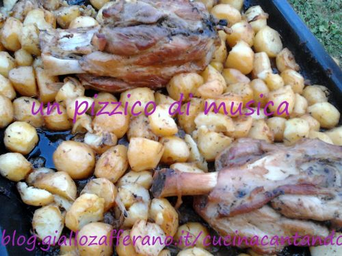Stinco con patate al forno