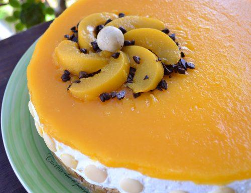 Cheesecake con glassa alle pesche sciroppate