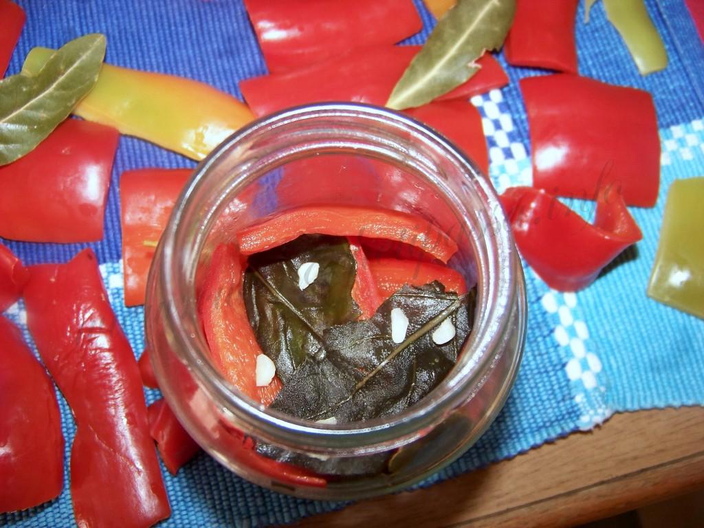 ricetta peperoni conditi sott'olio (11)