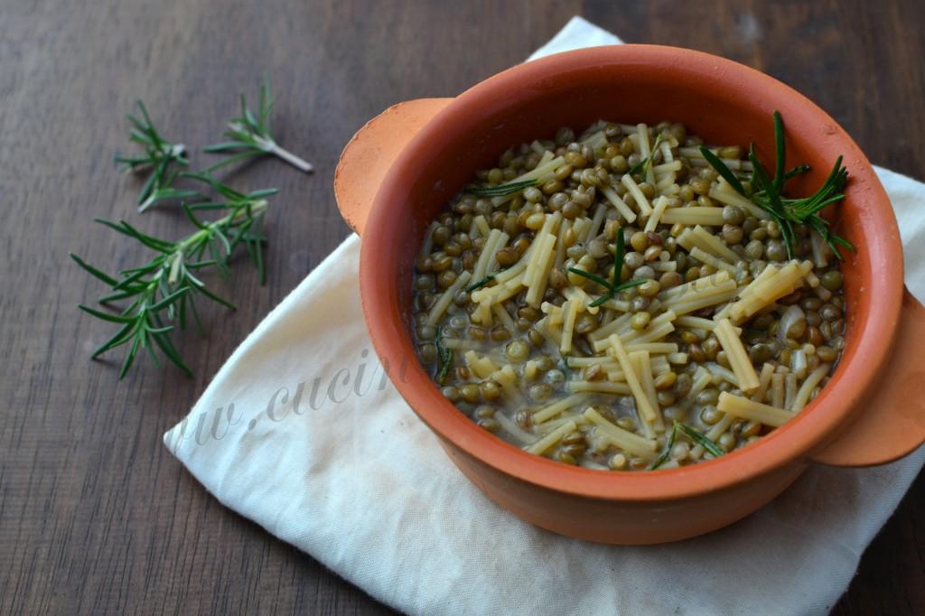 ricetta siciliana minestra di pasta e lenticchie (10)