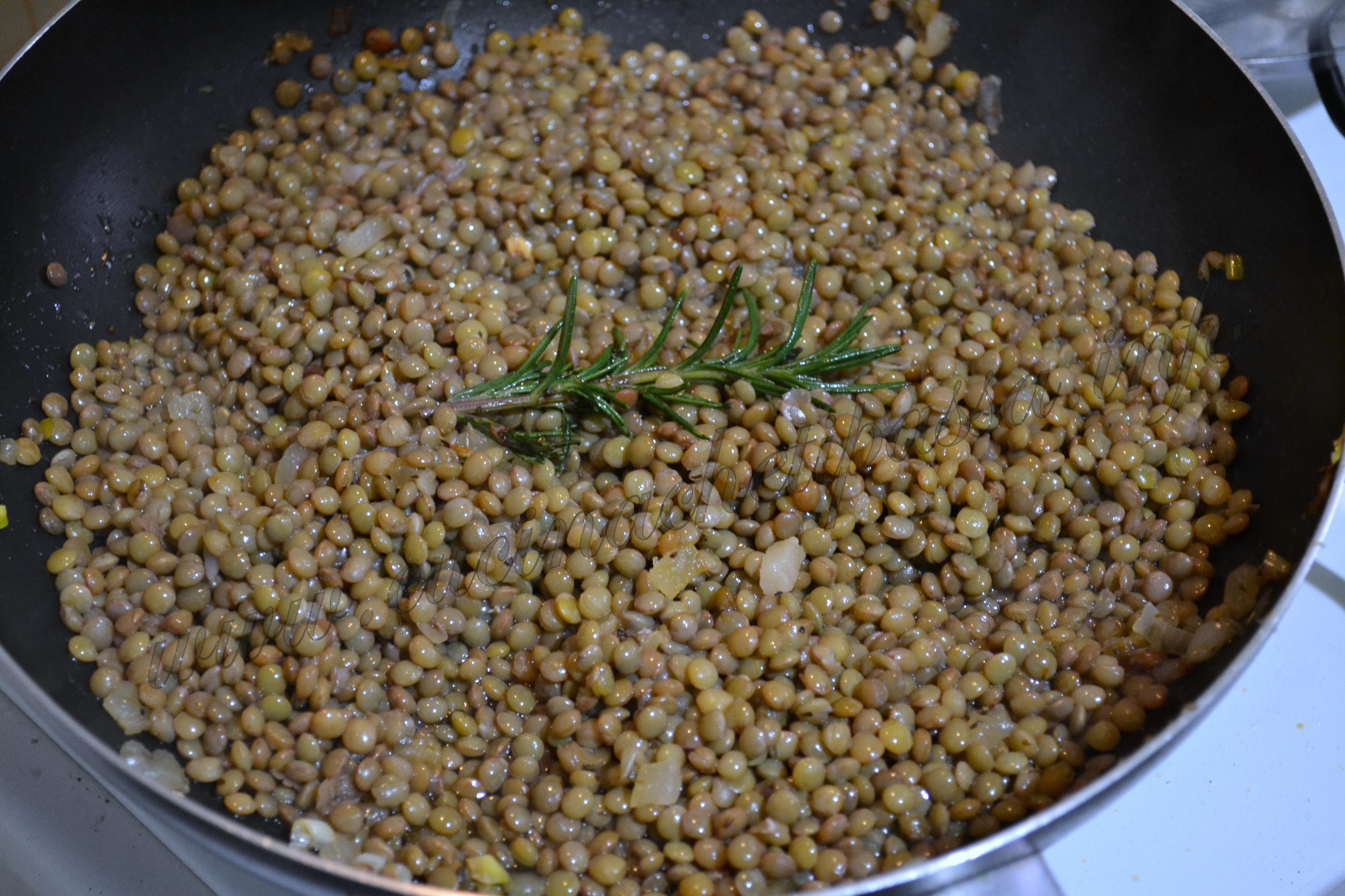 ricetta siciliana minestra di pasta e lenticchie 3