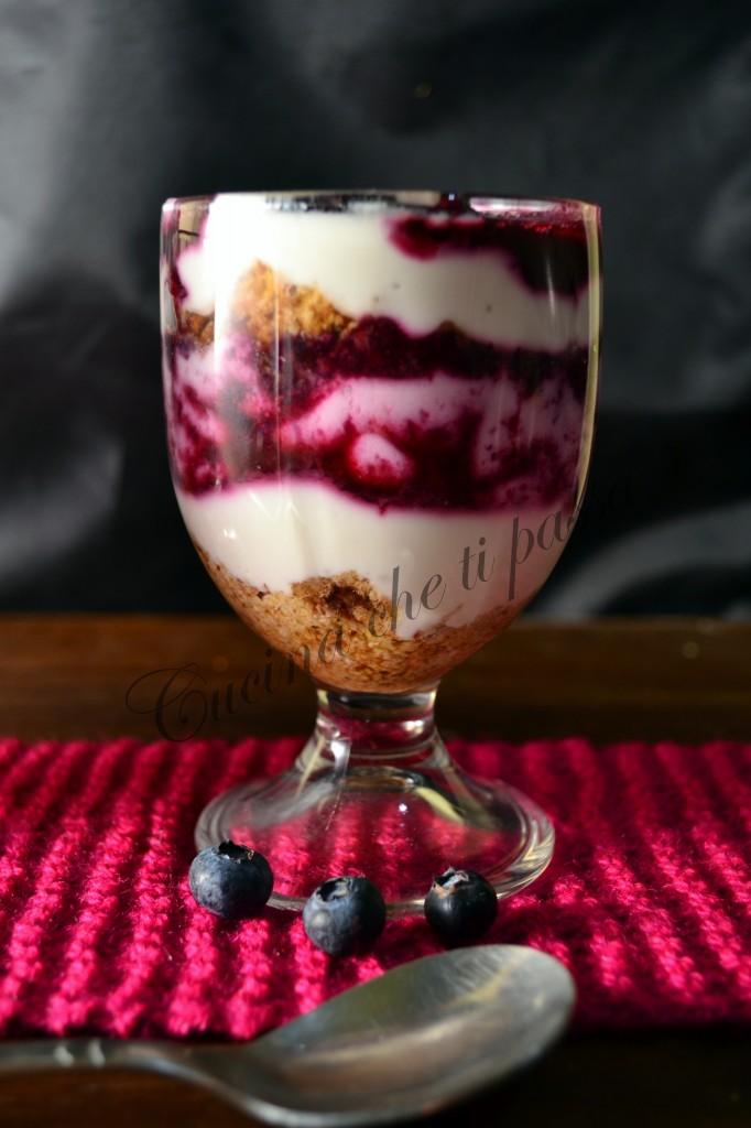 tiramisù con yogurt e mirtilli (25)