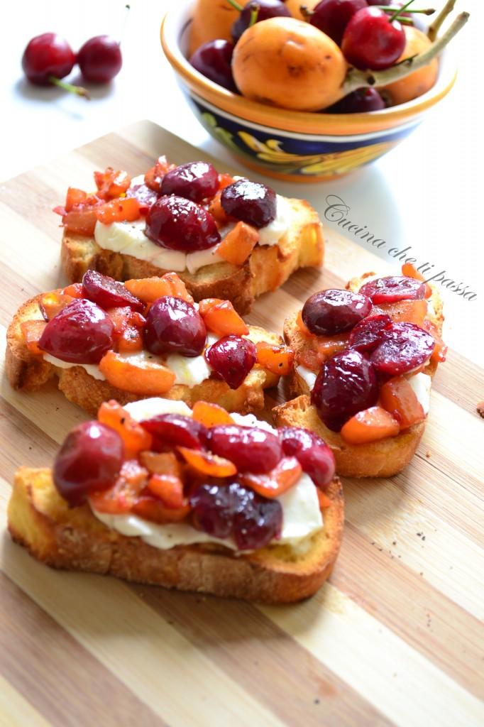ricetta bruschette con ciliegie e nespole (10)