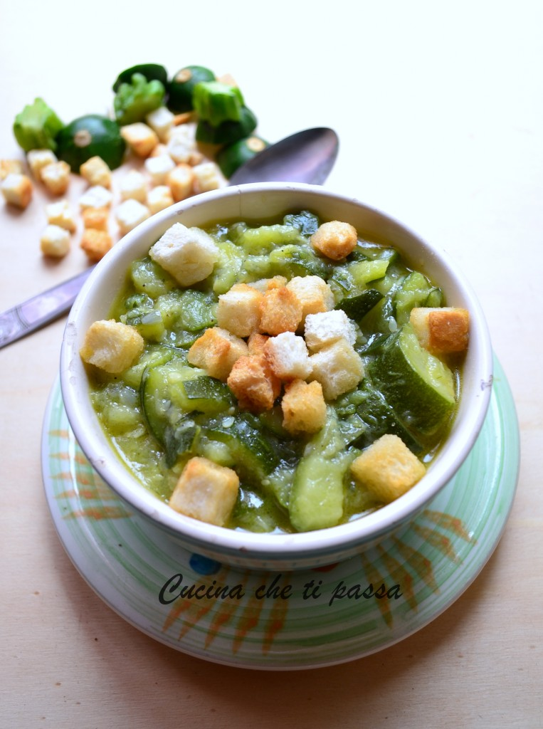 minestra di zucchine e crostini ricetta (16)