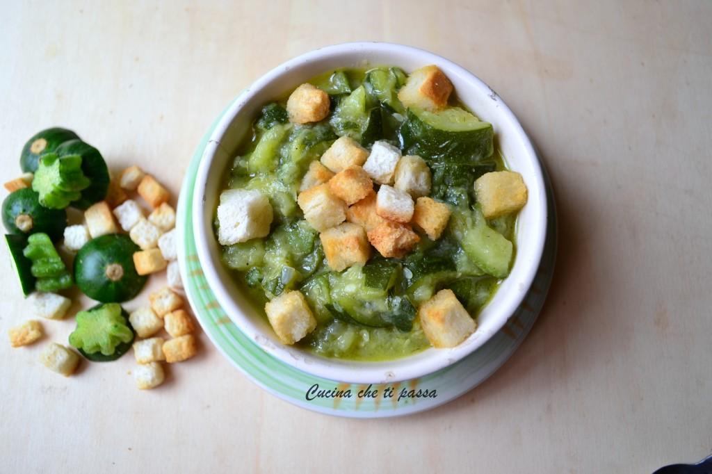 minestra di zucchine e crostini ricetta (23)