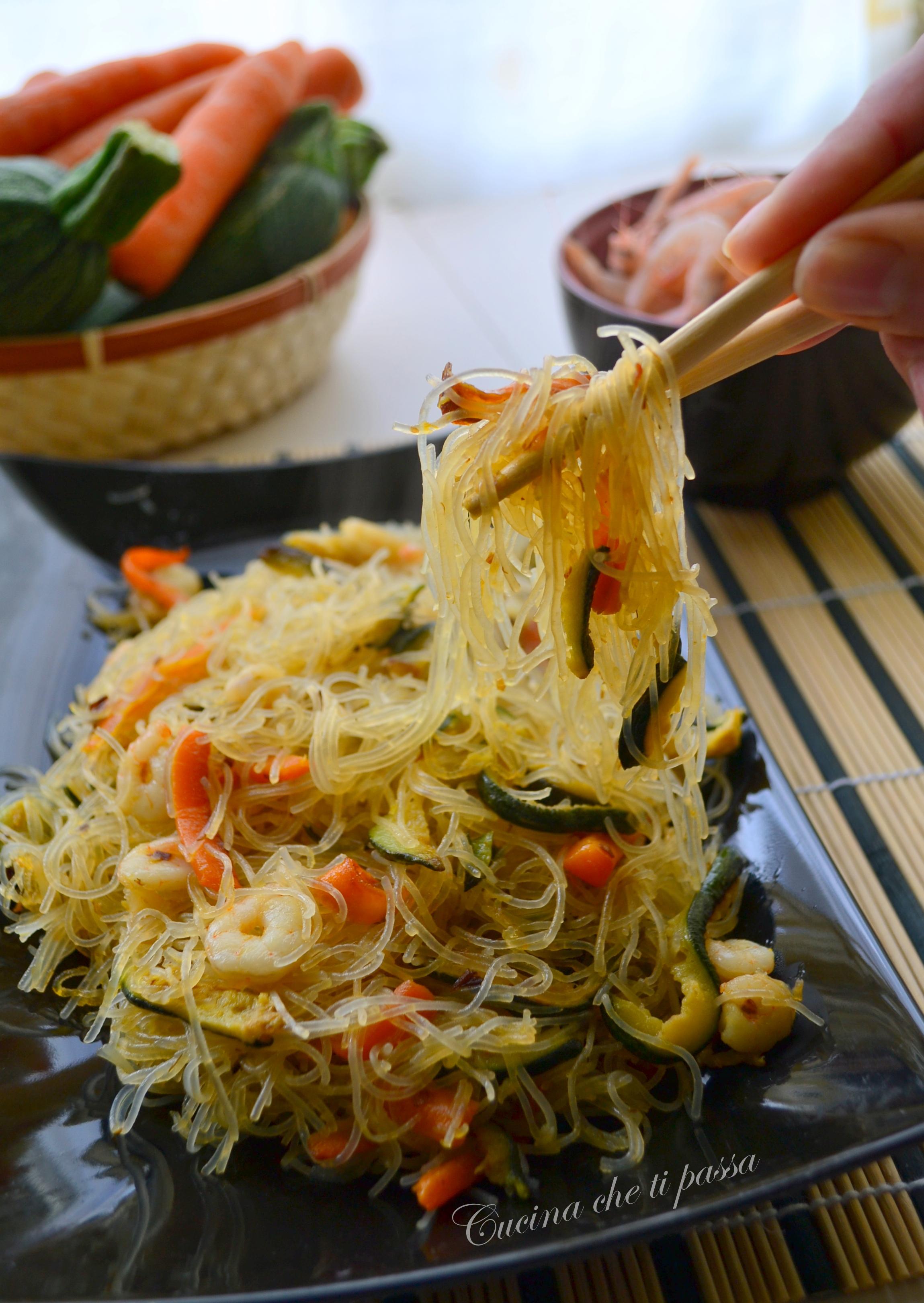 spaghetti di riso con gamberi e verdure ricetta cinese 19