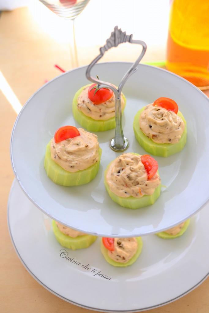 cetrioli con formaggio e pomodori ricetta antipasto (10)