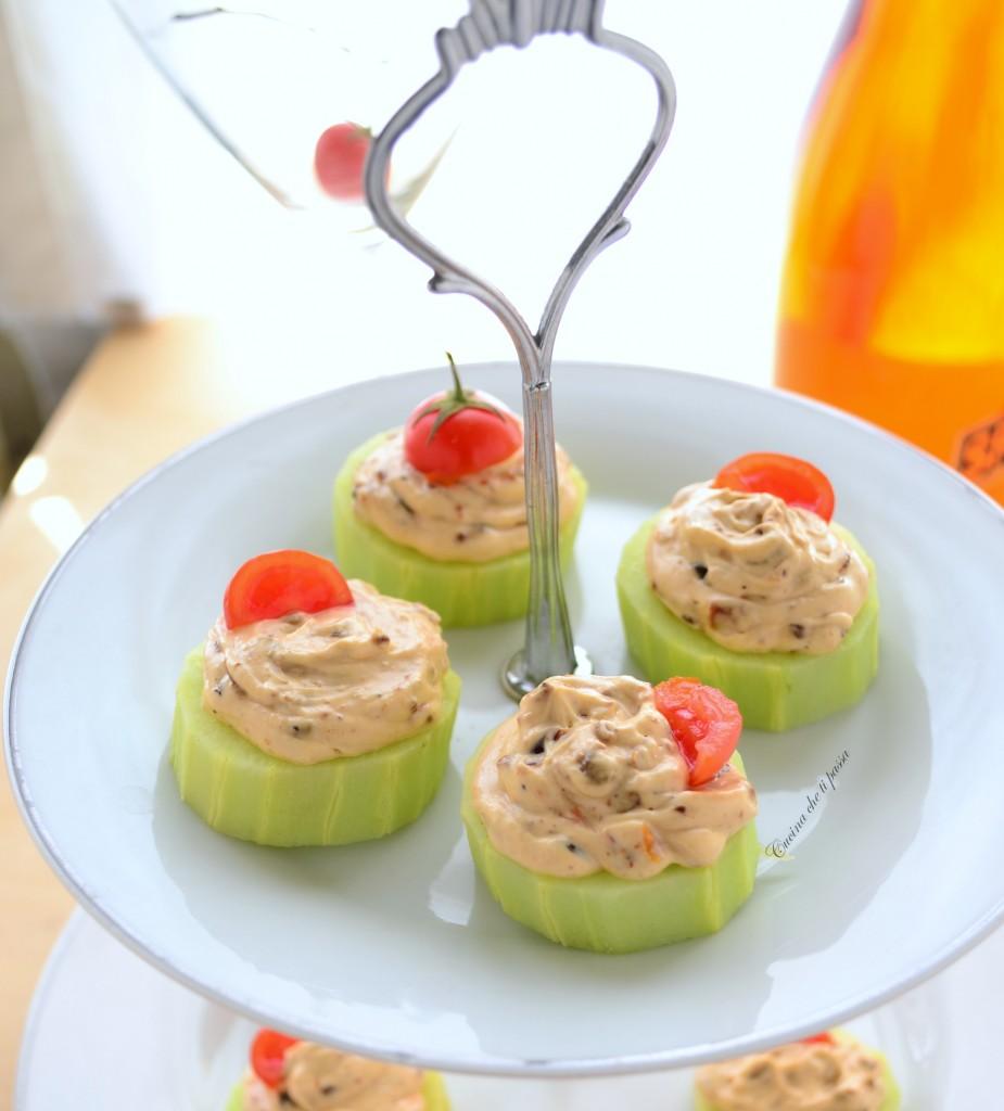 cetrioli con formaggio e pomodori ricetta antipasto (9)