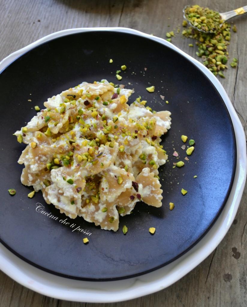 farfalle integrali con crema di ricotta e pistacchi ricetta light (11)