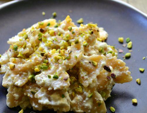 Pasta integrale con crema di ricotta e pistacchi