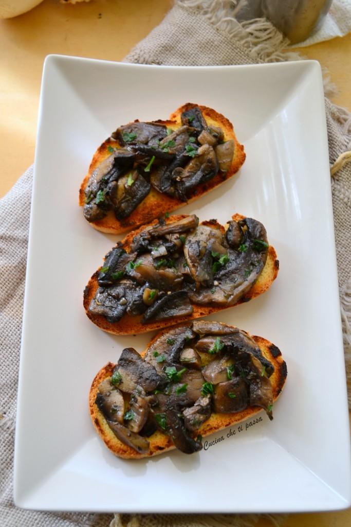crostini con i funghi ricetta toscana (3)