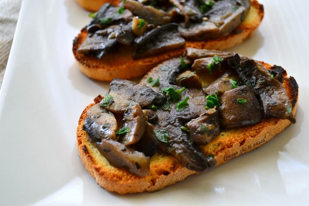 crostini con i funghi ricetta toscana (4)
