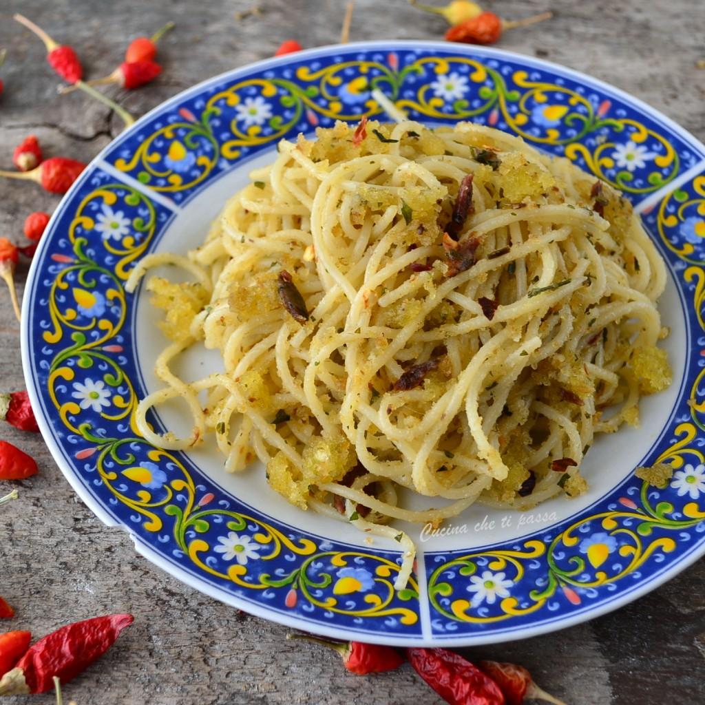 pasta con acciughe e mollica ricetta siciliana (1)
