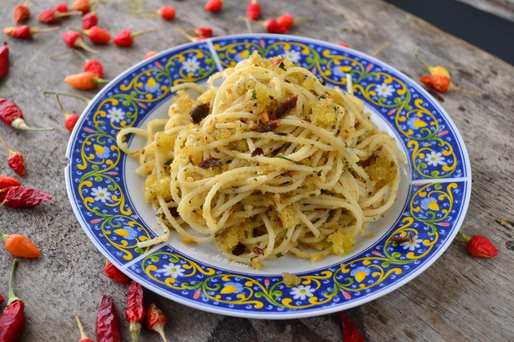 pasta con acciughe e mollica ricetta siciliana (10)