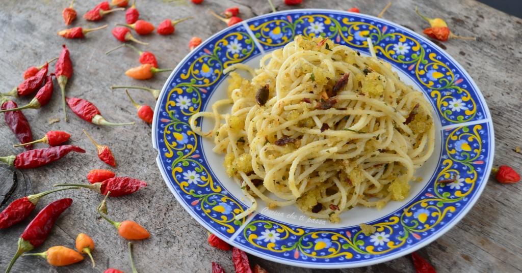 pasta con acciughe e mollica ricetta siciliana (7)