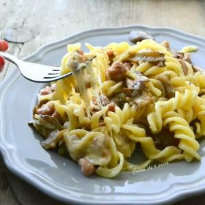 pasta con stracchino salsiccia e funghi ricetta (38)