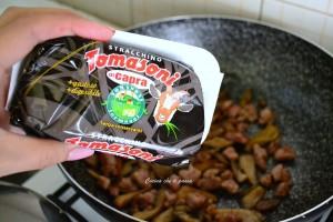 pasta con stracchino salsiccia e funghi ricetta (6)