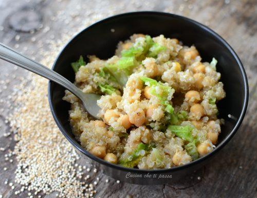 Quinoa con ceci e verza