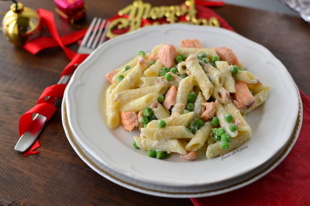 pasta con salmone e piselli ricetta (22)