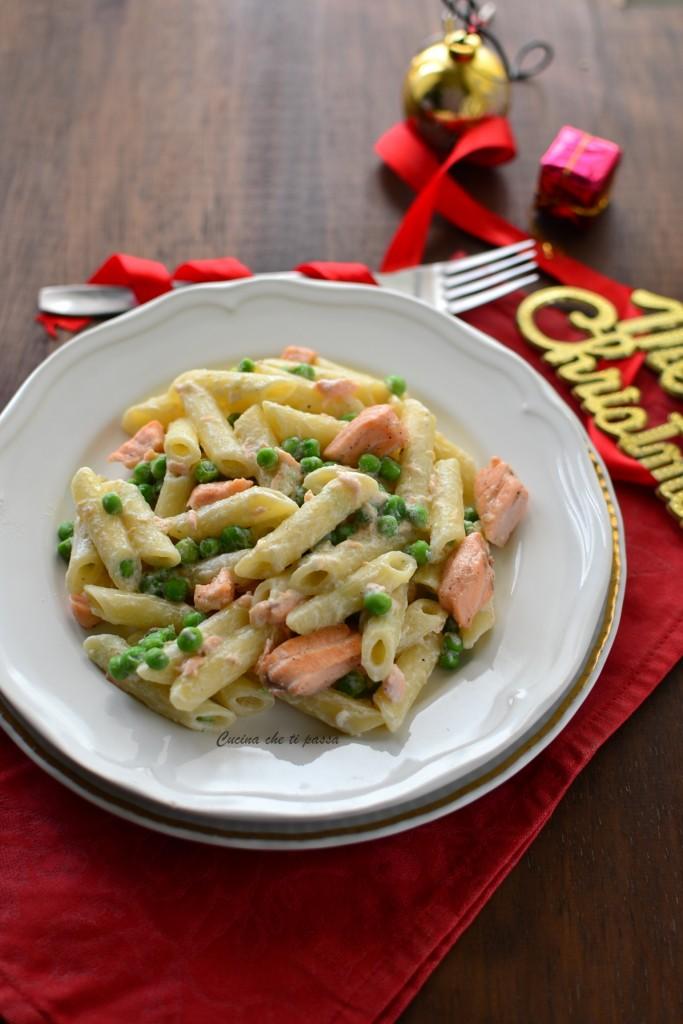 pasta con salmone e piselli ricetta (36)