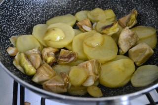 carciofi e patate alla toscana ricetta (8)