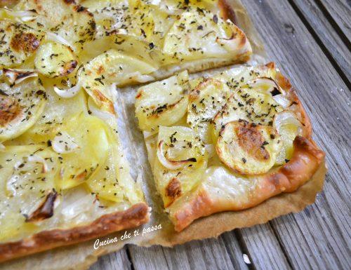 Pizza con patate e cipolla