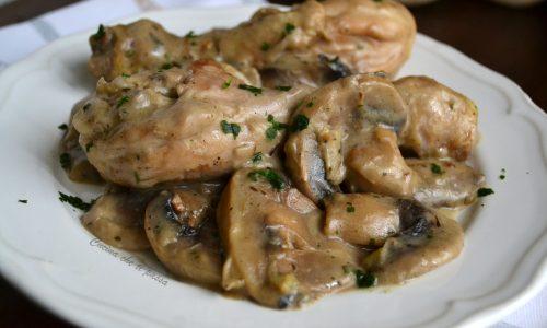 Pollo con crema di funghi