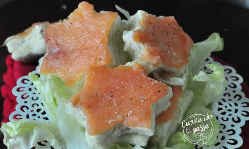 Tartine al salmone e carciofi
