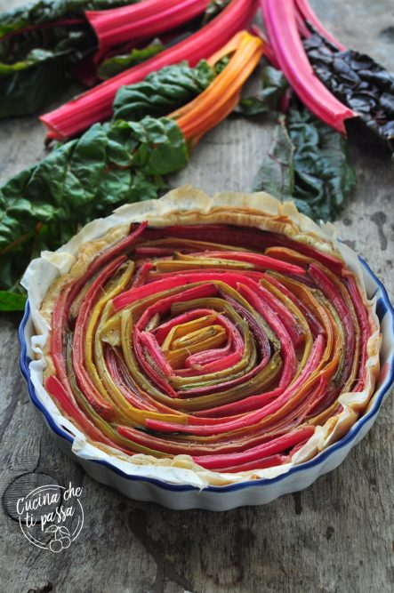Torta salata con bietole colorate ricetta