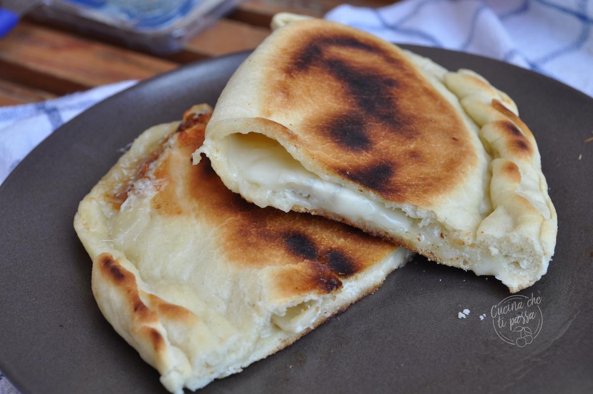 Calzone ai 4 formaggi