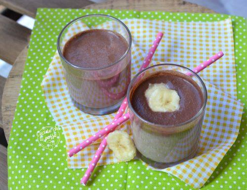 Frullato al cioccolato e banana