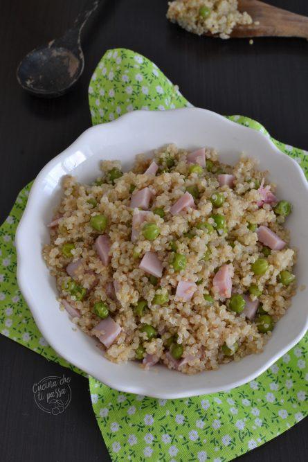 Quinoa con piselli e prosciutto