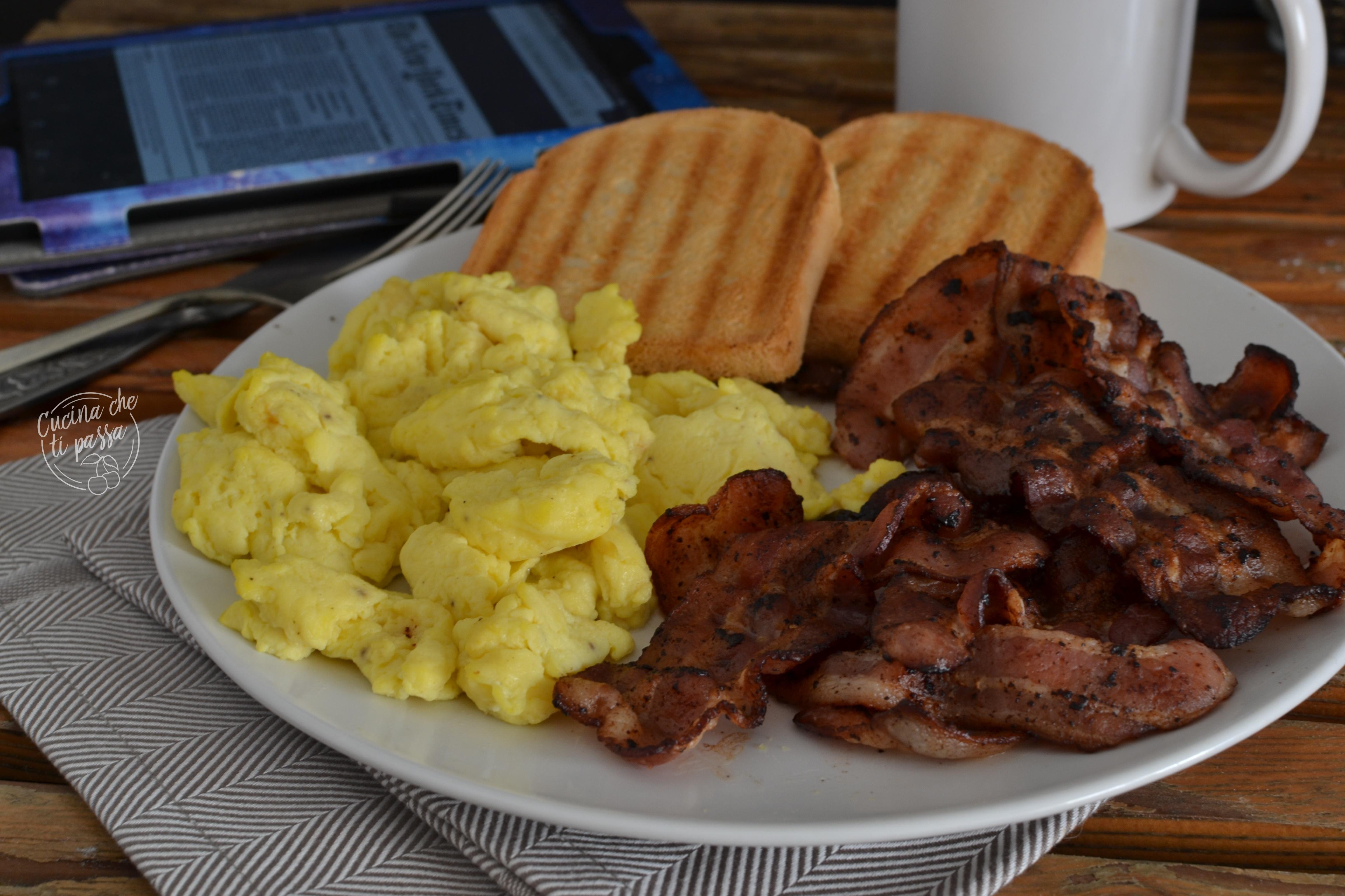 Ricetta Uova Strapazzate Con Pancetta.Uova Strapazzate E Bacon La Colazione Americana Cucina Che Ti Passa