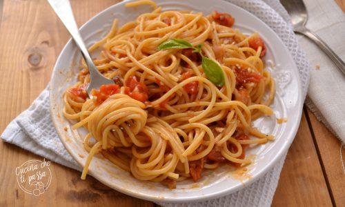 Spaghetti al pomodoro e melanzane