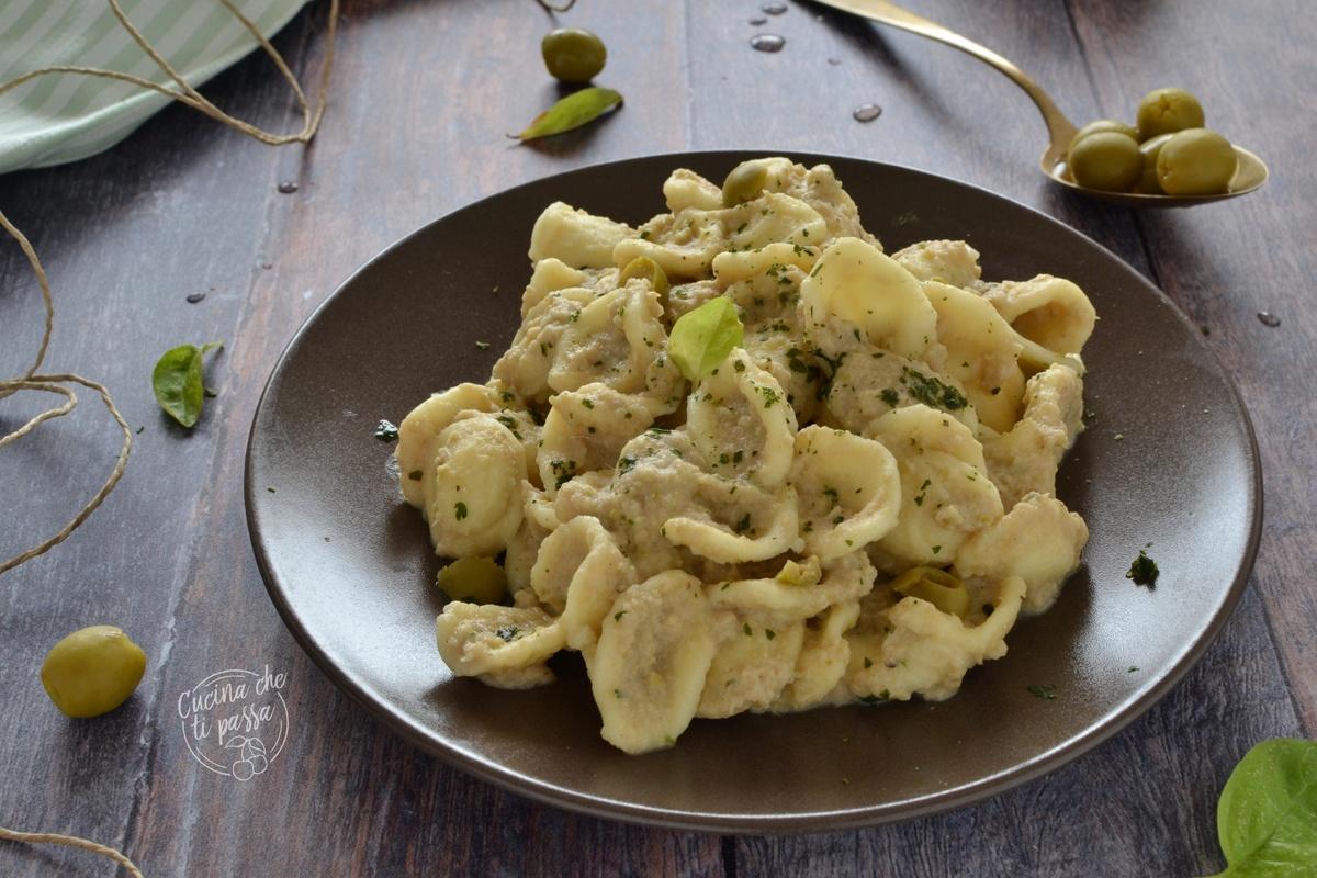 Orecchiette con olive e tonno