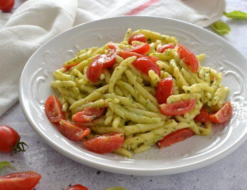 Pasta pesto e pomodori