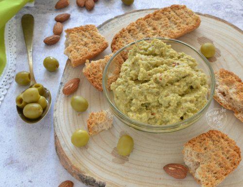 Patè di olive verdi e mandorle