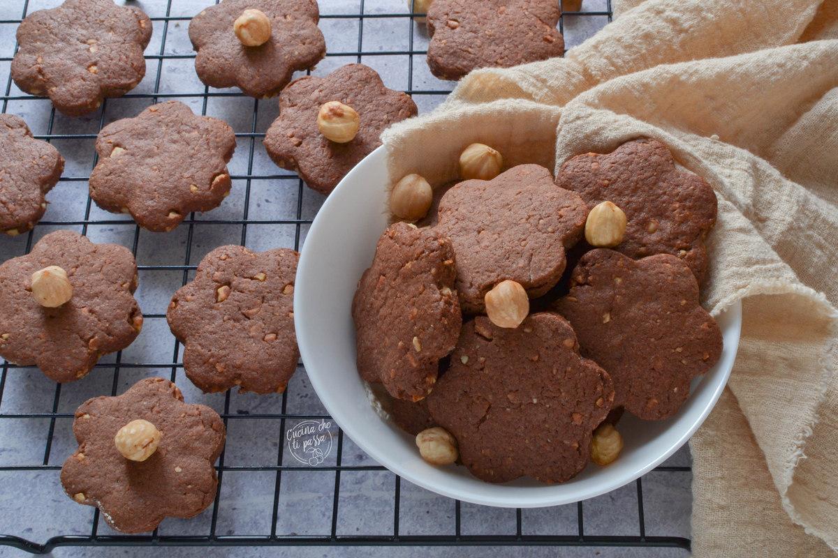 Biscotti cacao e nocciole ricetta