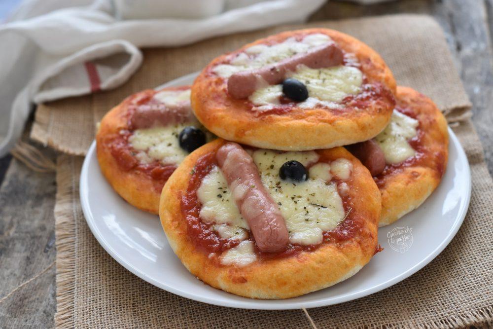 Pizzette siciliane con i wurstel rosticceria