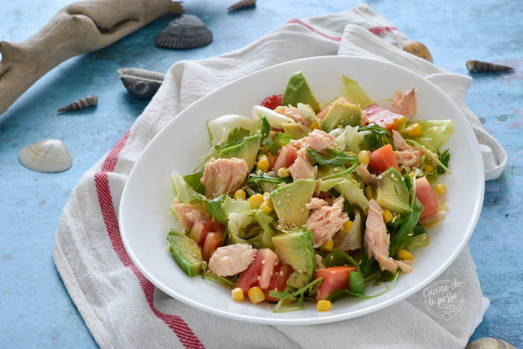 Insalata con avocado e salmone ricetta
